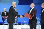 R.Kardasz prezes PCO S.A. odbiera nagrodę, zdjęcie 1, źródło BCC.JPG