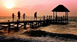 Jak często Polacy jeżdżą na wakacje? LIFESTYLE, Finanse - 53% Polaków jest w stanie wyjechać na wakacje przynajmniej raz w roku i najczęściej wypoczywa w towarzystwie partnera oraz dzieci. Co ciekawe, dla ponad połowy Polaków coroczne wakacje to oznaka luksusu.
