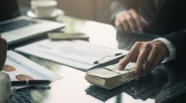 Ile chce zarabiać pokolenie Y? LIFESTYLE, Finanse - Jakich miesięcznych dochodów oczekują milenialsi? Jaki poziom zarobków chcieliby osiągnąć podczas rozwoju zawodowego? Blisko połowa z nich prognozuje, że realnym celem jest miesięczne wynagrodzenie przekraczające 3000 zł.