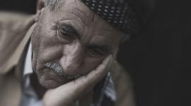 Babciu, ale masz wielkie… długi! LIFESTYLE, Finanse - Seniorzy w Polsce są zadłużeni na 27,7 mld zł, ich przeciętny dług to blisko 10 tys. zł. Osoby starsze często zapożyczają się, aby móc finansowo wesprzeć rodzinę, a długi spłacają rzetelniej niż młodsi.