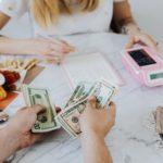 """Finanse w związku, czyli czy potrafimy rozmawiać ze swoją """"drugą połówką""""  o pieniądzach?"""